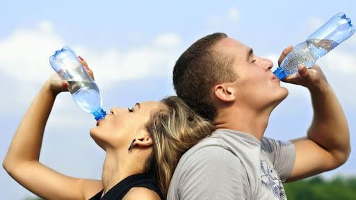 A importância de beber água para o ganho de massa muscular