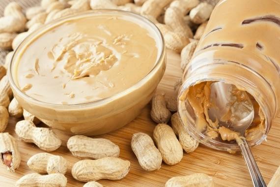 O amendoim é um alimento processado muito saudável que deve ser usado para o ganho de massa muscular
