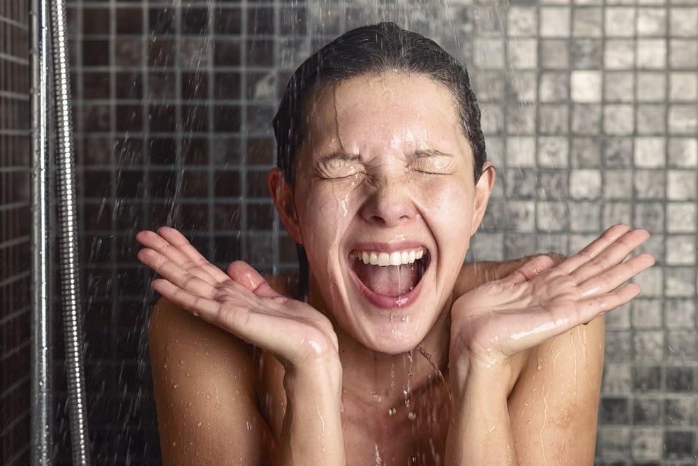 Banho gelado: É estimulante, ajuda na recuperação muscular e muito mais!